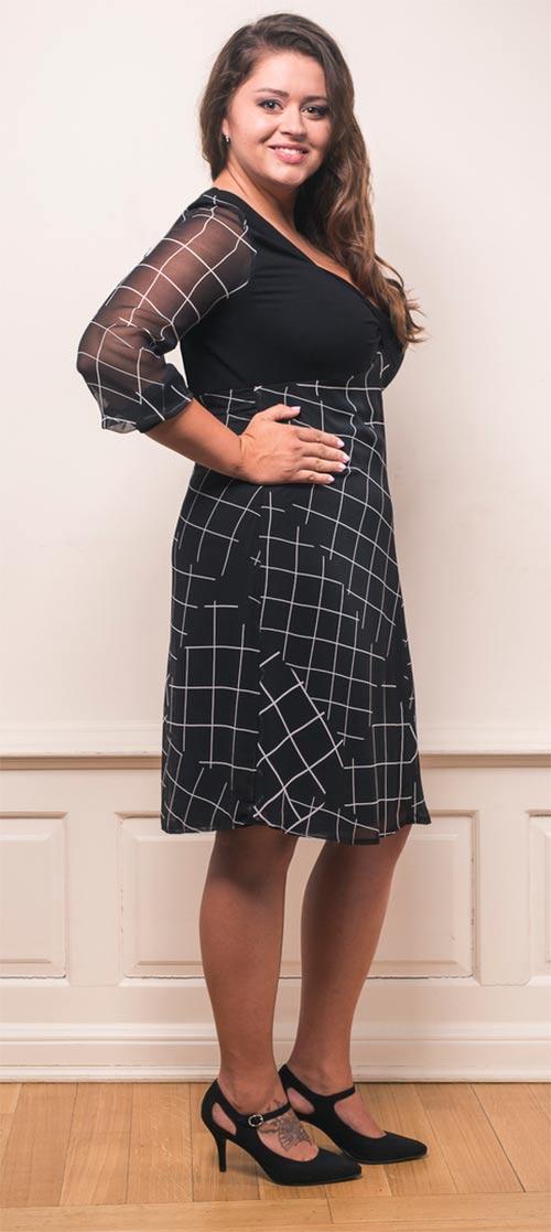 Černé šaty pro plnoštíhlé