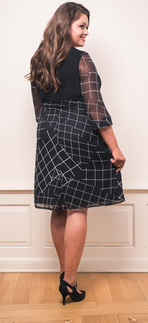 Moderní šaty pro baculky