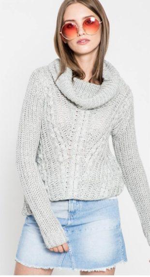 Pletený dámský svetr s vysokým límcem
