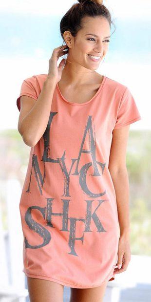Růžová noční košilka s nápisy