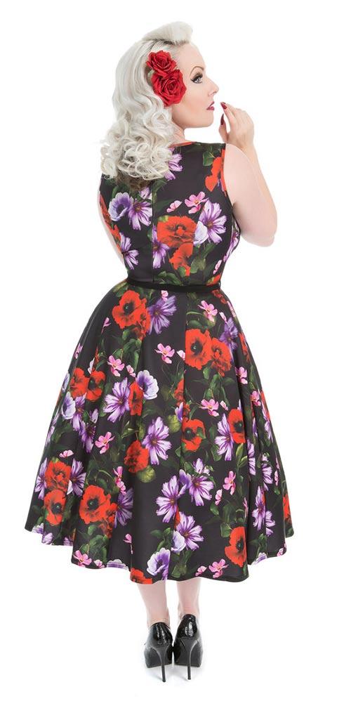 Šaty s páskem a širokou sukní