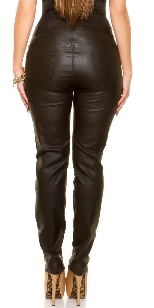 Velký zadek v kožených kalhotách