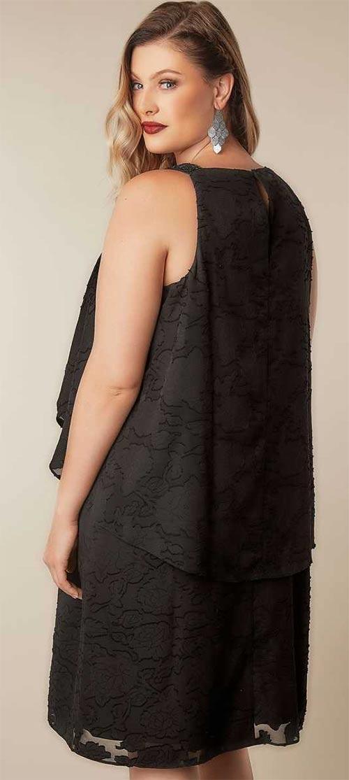 Volné černé plesové šaty