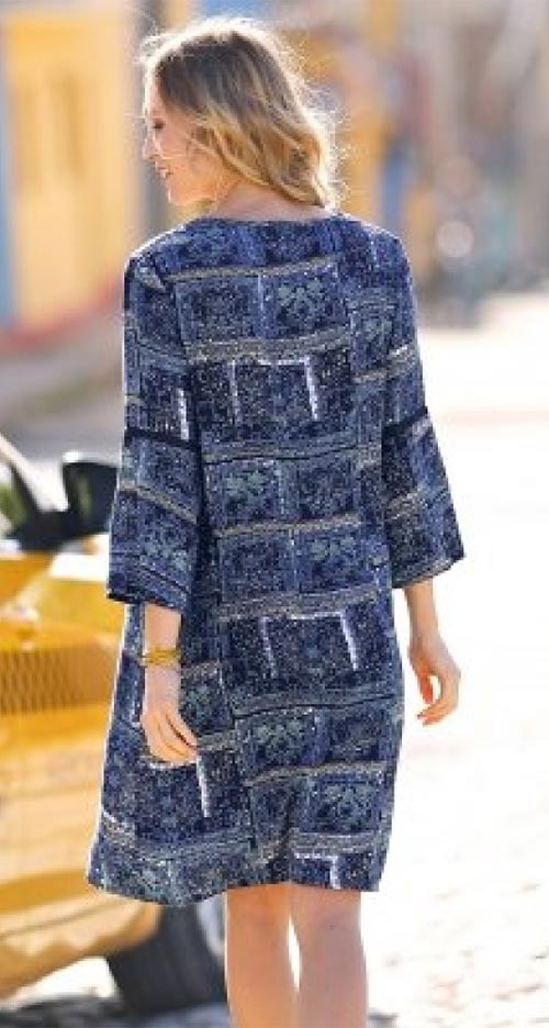 Moderní nadměrné šaty