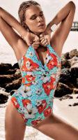 Italské jednodílné plavky s květinovým motivem