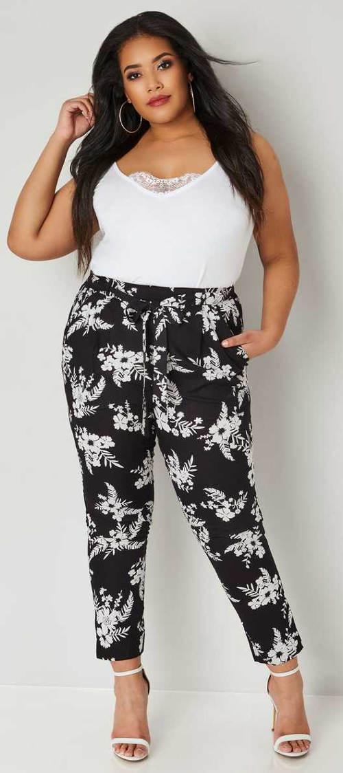 Černobílé volné letní kalhoty pro plnější tvary