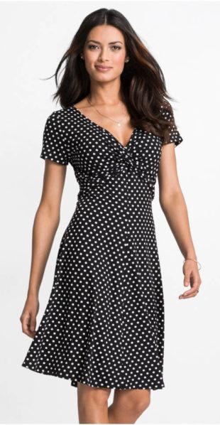 Puntíkované žeržejové šaty s uzlem pod prsy