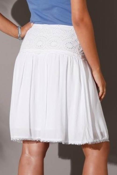 Bílá letní sukně pro plnoštíhlé