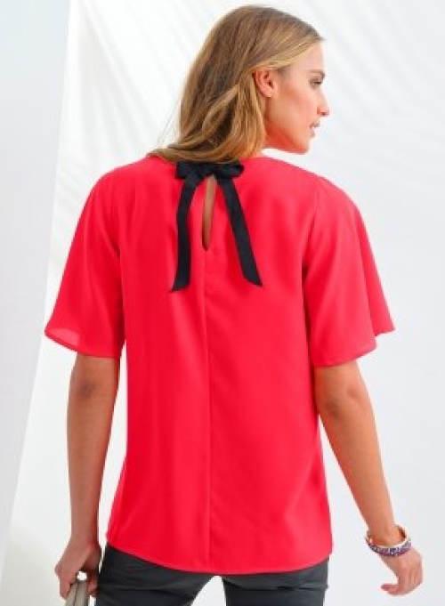 Červené tričko s mašlí za krkem