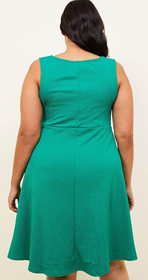 Zelené šaty pro plnoštíhlé