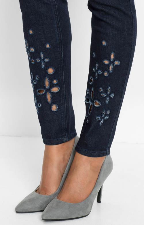 Ozdobné děrování na kalhotách