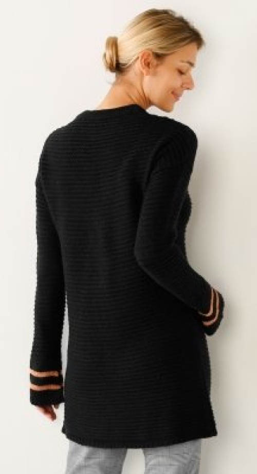 Dlouhý černý pletený svetr
