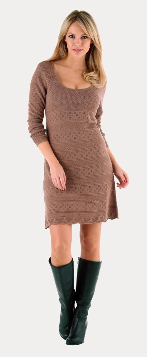 Hnědé úpletové šaty ke kaozačkám