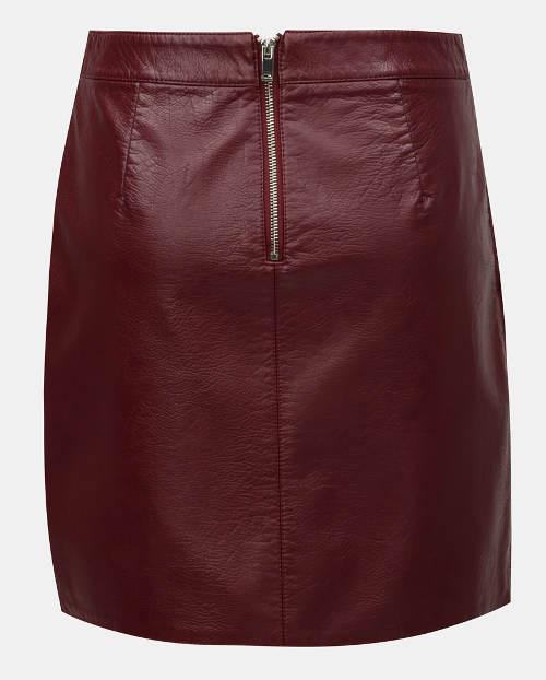Krátká kožená sukně pro plnoštíhlé