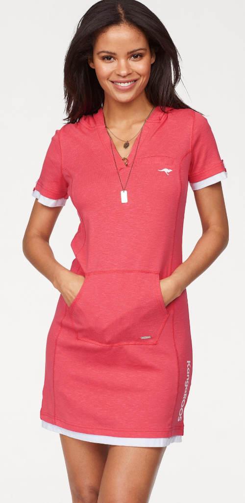 Růžové sportovní šaty pro plnoštíhlé