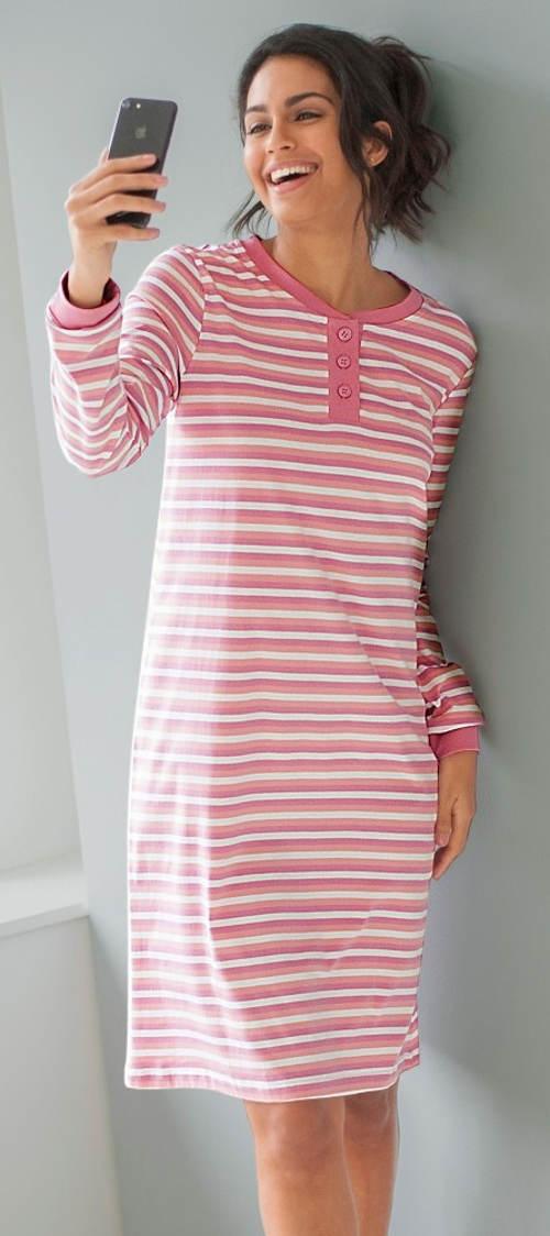Růžovobílá pruhovaná noční košile z bavlny