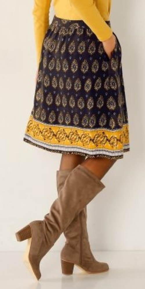 Sukně s potiskem k vysokým kozačkám