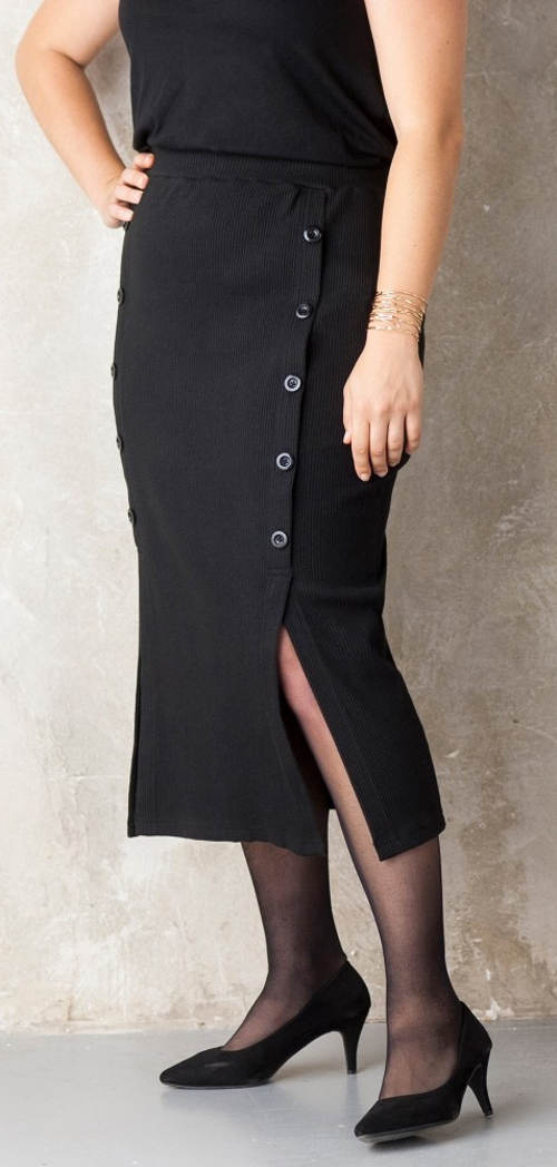 Úpletová polodlouhá černá zimní sukně s knoflíky