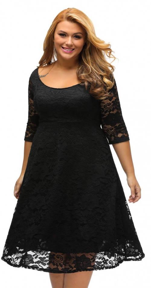 Černé krajkové plesové šaty pro plnoštíhlé
