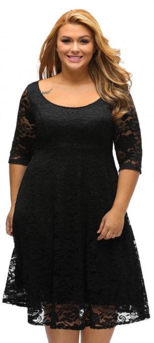 Krajkové černé šaty pro plnější tvary