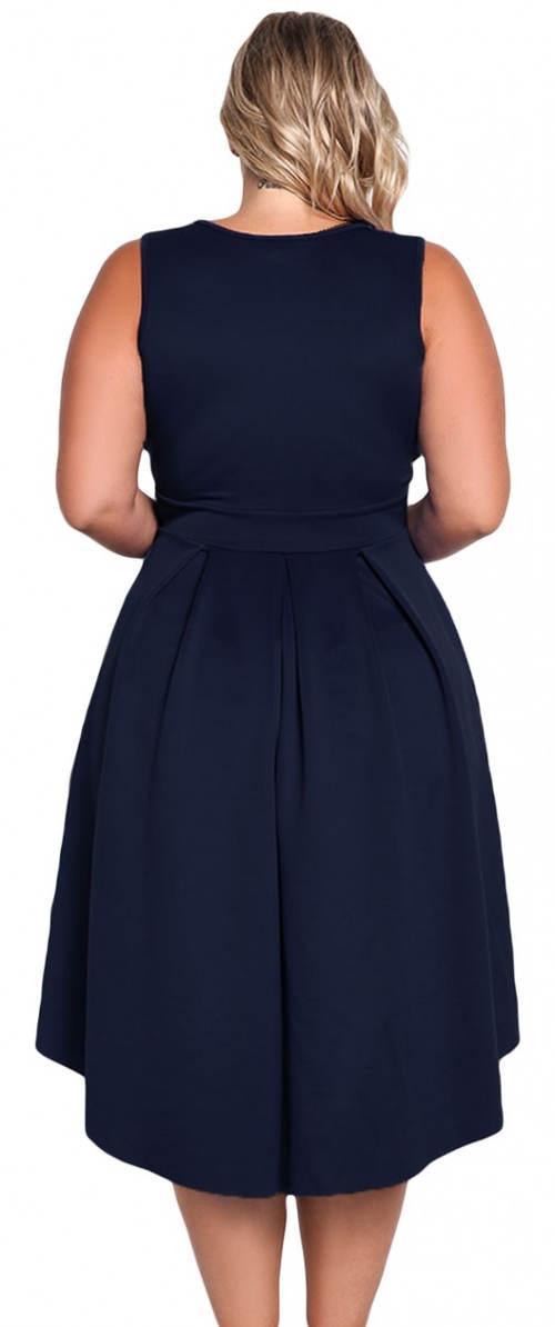 Modré společenské šaty nadměrných velikostí