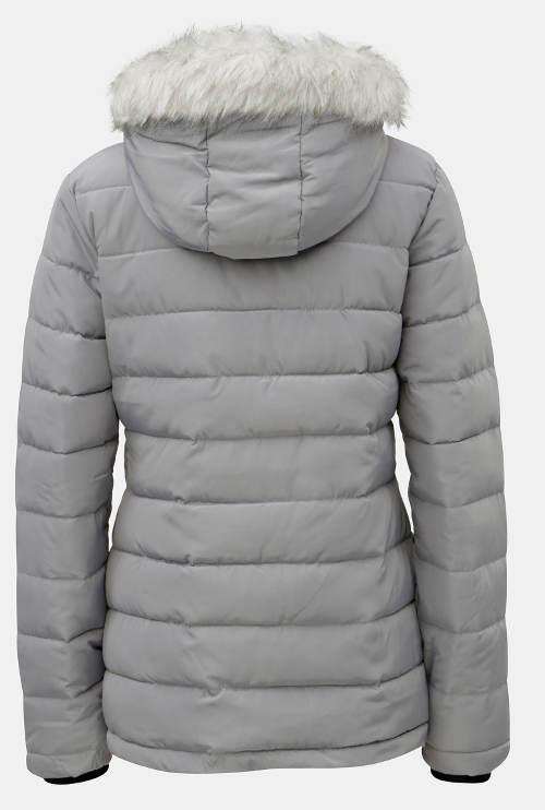 Světle šedá prošívaná bunda s bílou kožešinovou kapucí