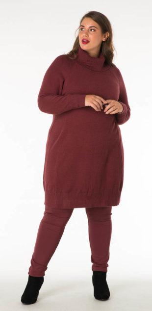 Vínové úpletové svetrové šaty s rolákem