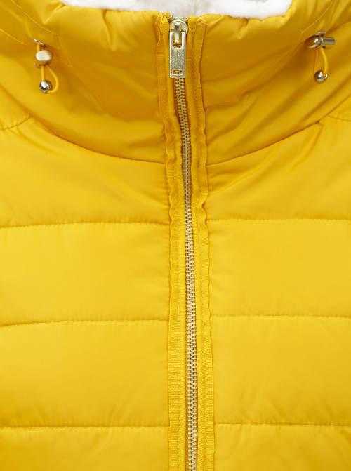 Žlutá zimní bunda pro plnoštíhlé