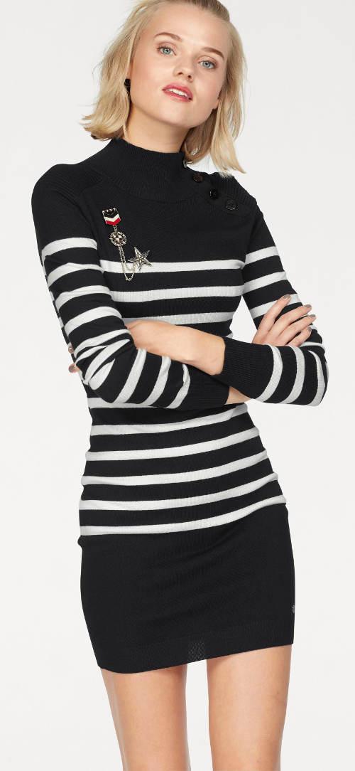 Černobílé pruhované úpletové šaty