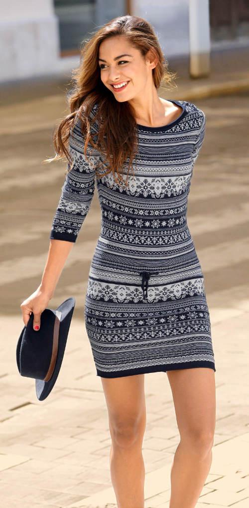 Pletené dámské šaty k legínám