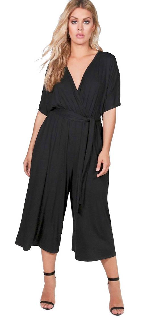 Černý dámský letní overal s tříčtvrtečními nohavicemi
