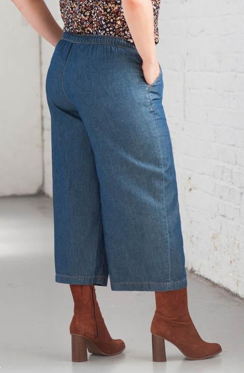 Krátké dámské džíny nadměrných velikostí