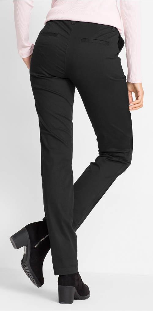 Černé kalhoty chino střihu