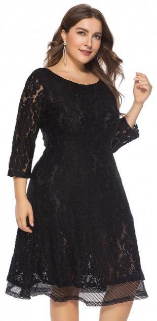 Černé krajkové krátké plesové šaty pro plnoštíhlé