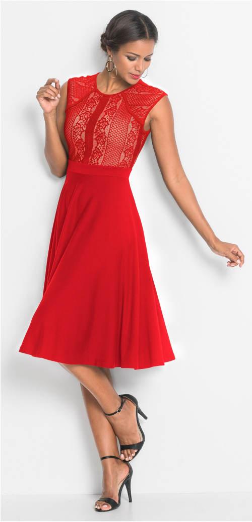 Červené krajkové šaty s kolovou sukní