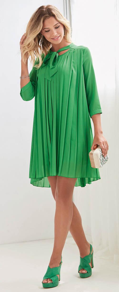 Krátké plisované šaty s 3/4 rukávy
