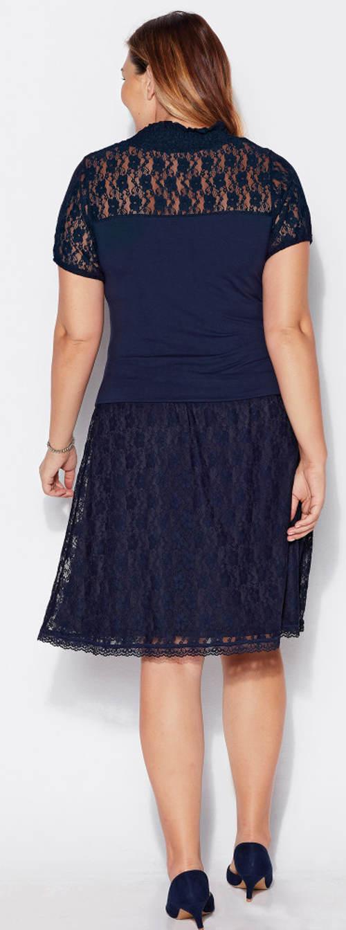 Modrá krajková sukně ke kolenům