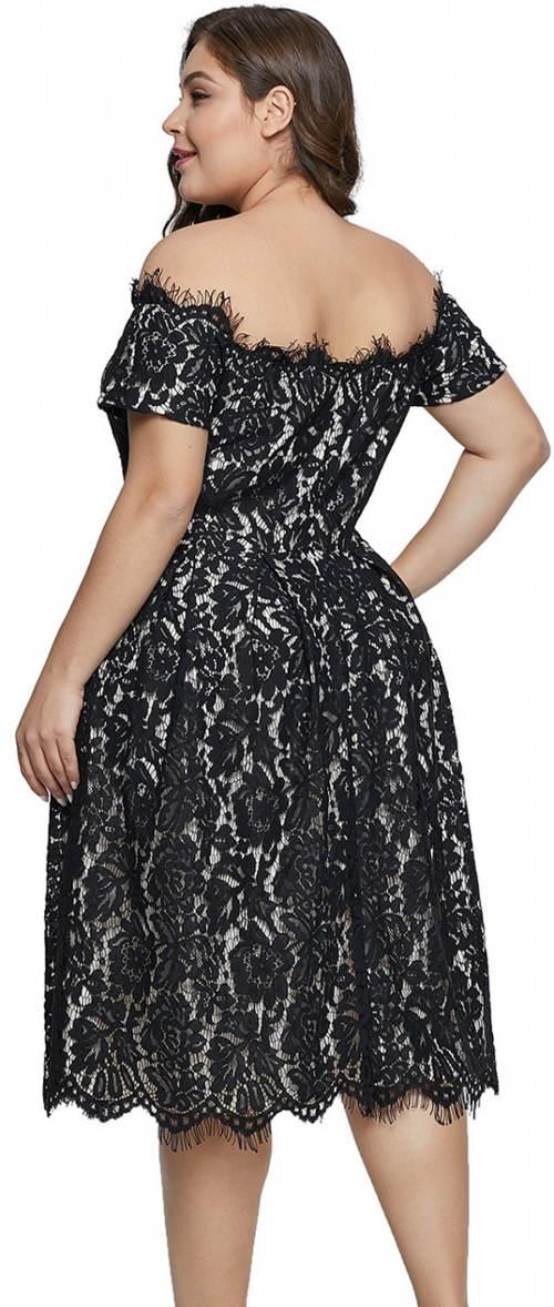 Plesové krajkové šaty nadměrných velikostí