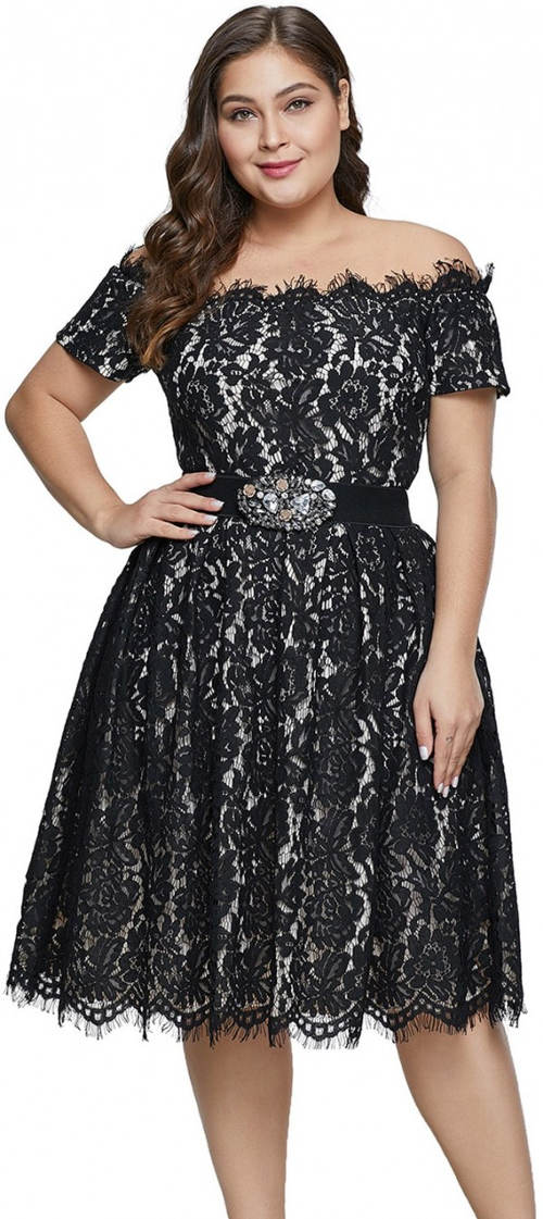 Plus size krajkové plesové šaty s odhalenými rameny