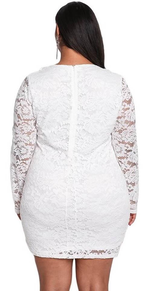 Bílé krátké plesové krajkové šaty pro baculky
