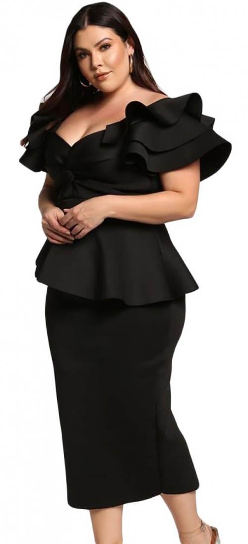 Černé plesové šaty ozdobené volány