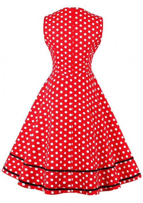 Červené puntíkované šaty se širokou sukní