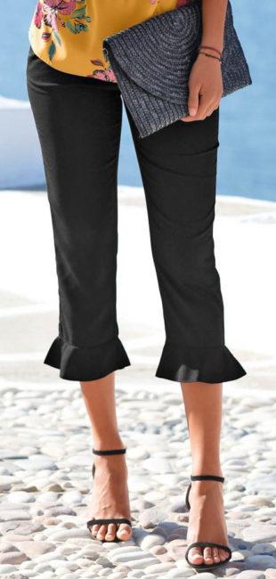 Krátké letní kalhoty zakončené volány