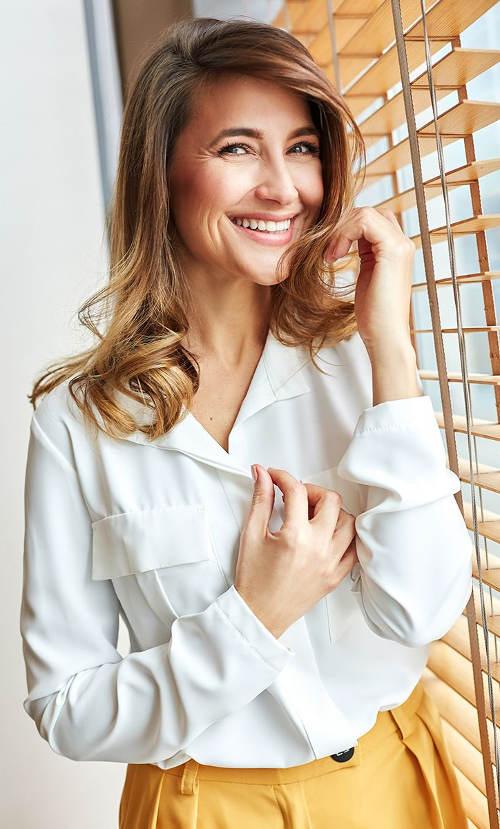 Bílá košilová halenka s dlouhými rukávy