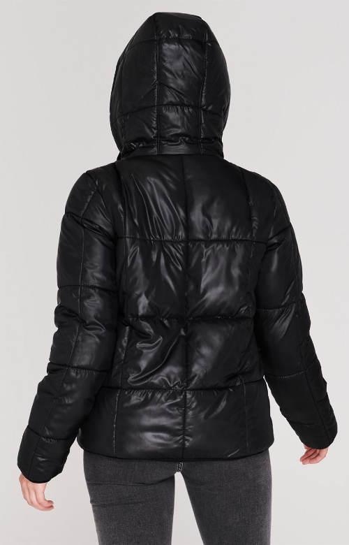 Prošívaná černá zimní bunda s kapucí