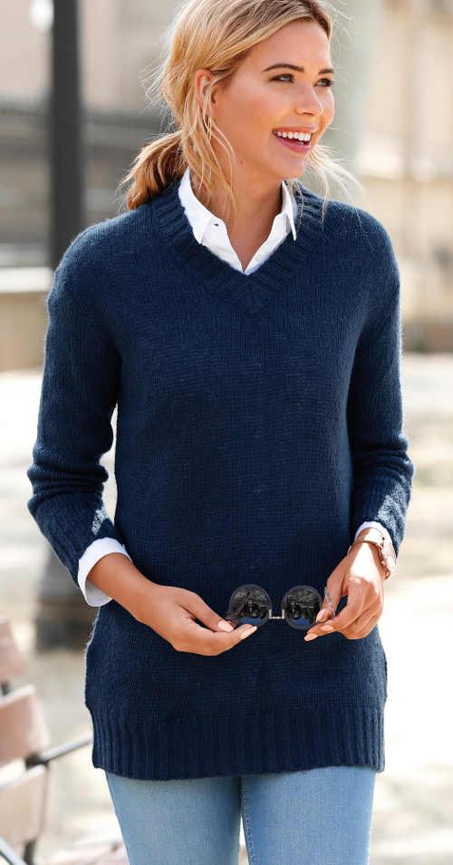 Tmavě modrý dámský svetr s kapsami