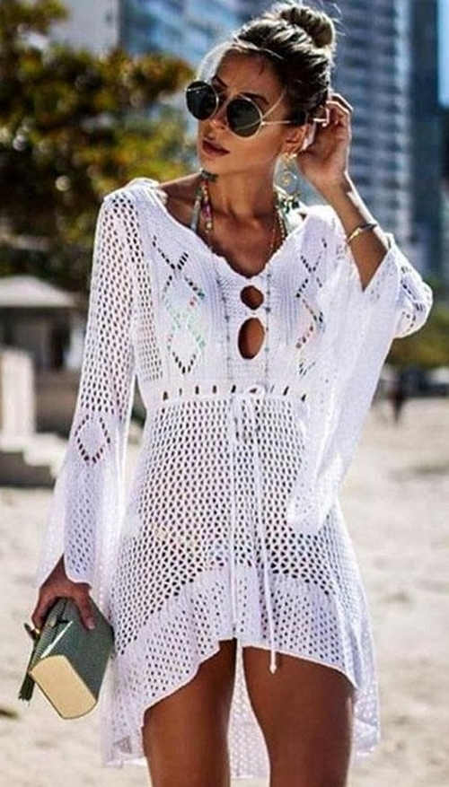 Háčkované plážové šaty s dlouhými širokými rukávy
