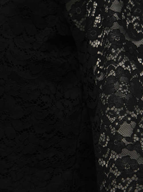 Černé šaty s průhlednými krajkovými rukávy