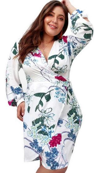 Levné bílé zavinovací šaty pro plnoštíhlé s květinovým potiskem