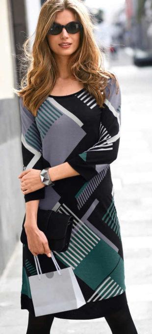 Úpletové šaty s 3/4 rukávem a grafickým potiskem